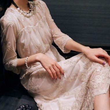 謝恩会やお呼ばれドレスに 花柄刺繍のふんわりシフォンで清楚かわいいロングワンピース