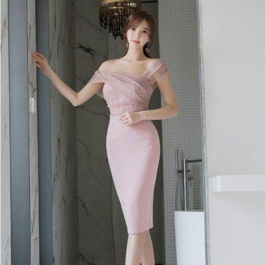 ラメ入り素材で華やかに アシンメトリーのトップがかわいい袖ありタイトドレス