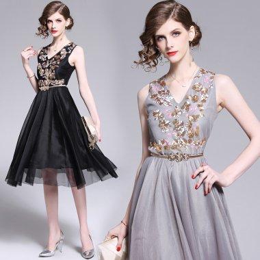 スパンコール刺繍で華やかに 透け感チュールが大人かわいいベルト付き膝丈ドレス