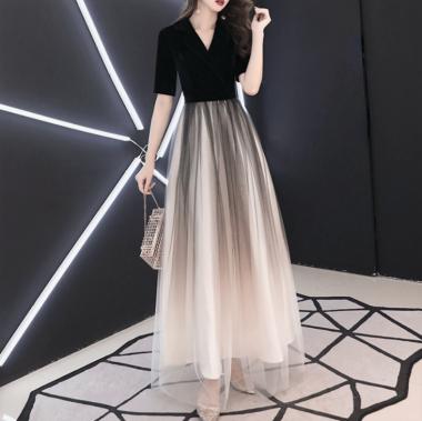 チュールスカートのグラデーションが美しいマキシ丈の袖ありドレス ワンピース