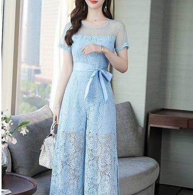 お呼ばれドレスに 透かし彫りレースが華やかなウエストリボンの袖ありパンツドレス オールインワン 2色