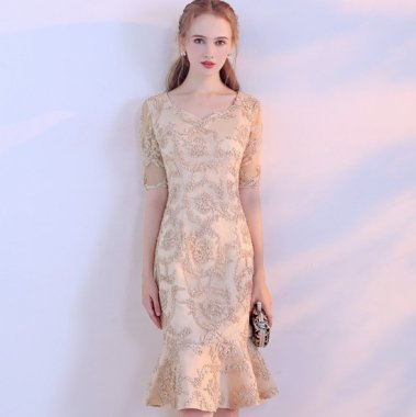 結婚式や二次会に 上品カラーの総柄がエレガントなマーメイドラインの膝丈袖ありドレス