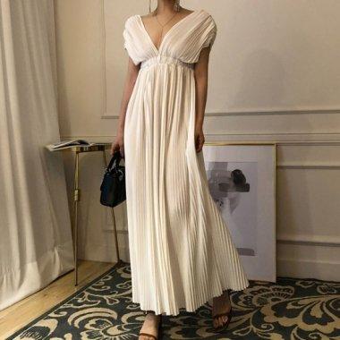 お呼ばれドレスに たっぷりプリーツがかわいい大胆Vネックのロングワンピース 2色