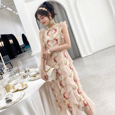 パーティードレスに 花柄刺繍とたっぷりフリルで大人ガーリーなノースリーブのロングドレス