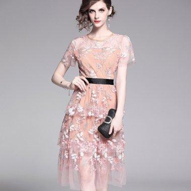 シースルーのティアードフリルが上品キュートな花柄の刺繍のカジュアルドレス