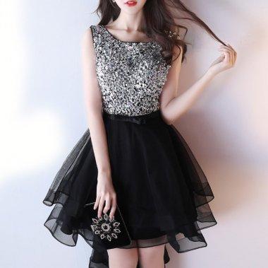 スパンコールとビジューでゴージャスに チュールのフィッシュテールがかわいい華やぎドレス 2色