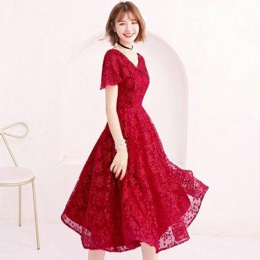 ボタニカル柄の刺繍総レースが大人かわいい赤の半袖フレアワンピース