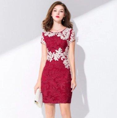 クリスマス パーティー等に 立体レースがエレガントな半袖ミニ丈のタイト赤ドレス