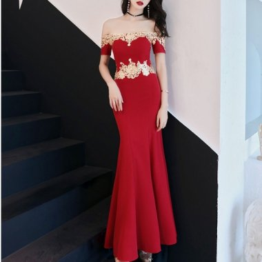 クリスマス パーティー等に オフショルダーとマーメイドラインがセクシーなロング赤ドレス