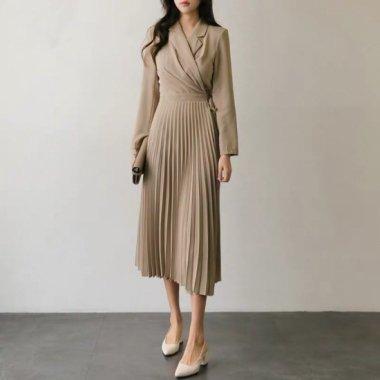 上品カラーでエレガンスに プリーツスカートが大人かわいいトレンチ風ワンピース 4色