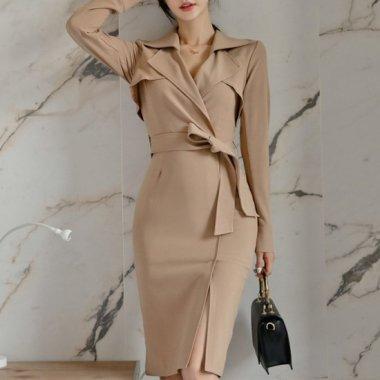 オフィスカジュアルやお呼ばれにも タイトラインで上品フェミニンな長袖トレンチワンピース