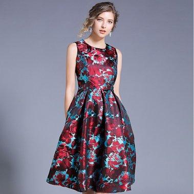 お呼ばれドレスに 華やかエレガントな花柄がおしゃれなノースリーブの膝丈フレアワンピース