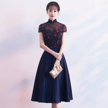 結婚式やお呼ばれに 蝶と花柄レースが清楚かわいいスタンドカラーのフレアドレス