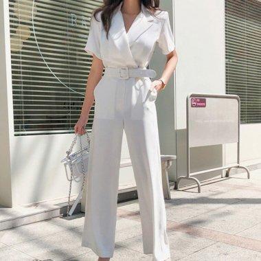 白のワントーンで高見え抜群 ワイドパンツがおしゃれなベルト付き半袖オールインワン パンツドレス
