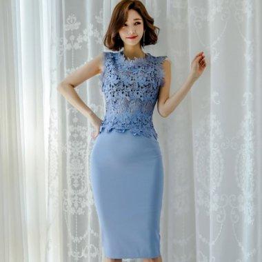花柄レースの透け見せがセクシーでかわいい上品ブルーのタイトスカートセットアップ