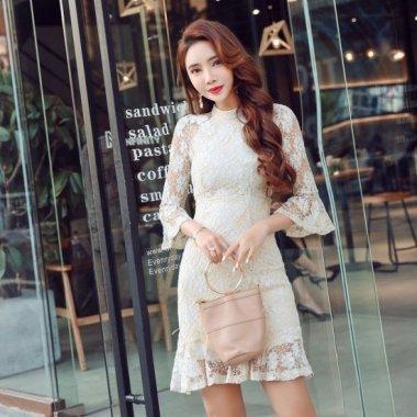 【即納】袖&裾のフリルがガーリーな印象の花柄総レースのタイトドレス/Sサイズ