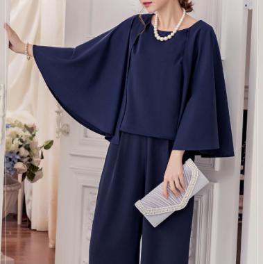 お呼ばれにおすすめ 個性的でかわいいケープ風スリーブのパンツドレス 4色