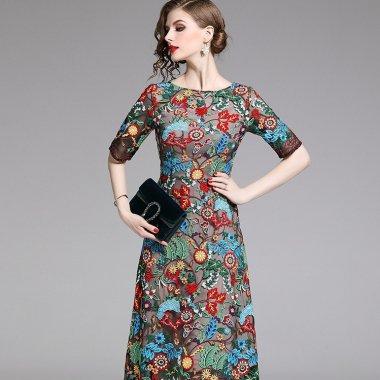 オリエンタルな鮮やか刺繍 エレガントで華やかな袖ありフレアワンピース
