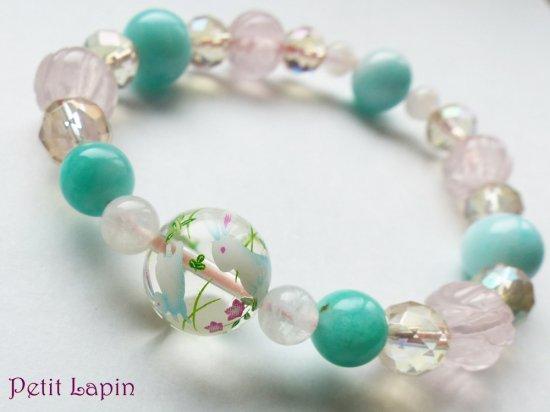 うさぎ柄水晶とバラ彫りローズクォーツ、アマゾナイトのブレスレット