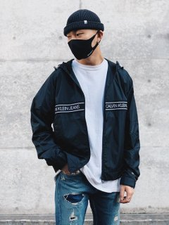 <img class='new_mark_img1' src='https://img.shop-pro.jp/img/new/icons7.gif' style='border:none;display:inline;margin:0px;padding:0px;width:auto;' />【Calvin Klein Jeans(カルバン クライン ジーンズ) STATE LOGO TAPE JACKET (ナイロンジャケット) Black