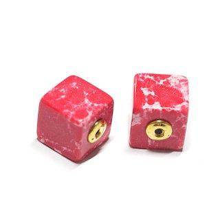 【2個(1ペア)】1点もの〜天然石Red Cube四角形ゴールドピアスキャッチ