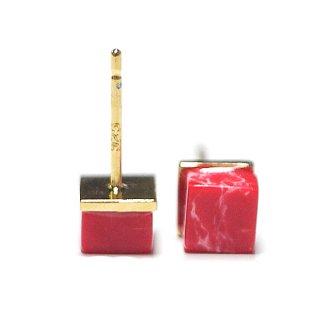 【2個(1ペア)】1点もの〜天然石Petit Red Cube四角形ゴールドシルバー925刻印ピアス