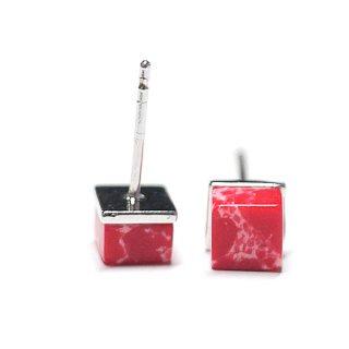 【2個(1ペア)】1点もの〜天然石Petit Red Cube四角形シルバー925刻印ピアス