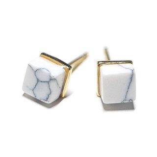 【2個(1ペア)】1点もの〜天然石Petit Howlite風Cube四角形ゴールドシルバー925刻印ピアス