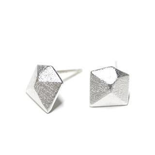 【2個】SV925刻印あり!3D Diamond立体的なダイヤモンド形マッドシルバー シルバー925芯ピアス