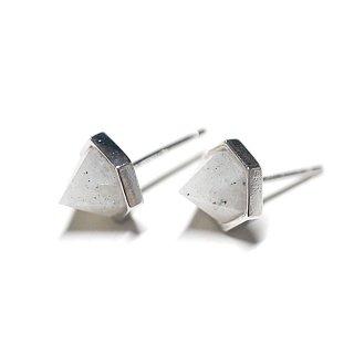 【2個(1ペア)】立体的な三角形〜天然石ラブラドライト(Labradrite)シルバー シルバー925芯ピアス