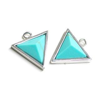 【1個】ターコイズTurquoise風3D三角形シルバーチャーム