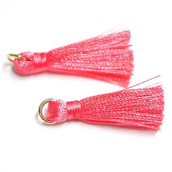 【3個入り】Coral Pinkコラールピンクカラー約30mmカン付きタッセル、チャーム|ハンドメイド材料|アクセサリーパーツ