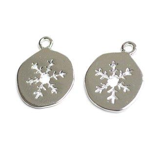 【2個入り】手作り感ある歪み円形に刻まれた雪の結晶!シルバーチャーム、パーツ