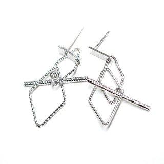 【1個】揺れるTwist Duo Diamond&Stickモチーフシルバーピアス