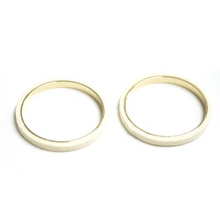 【2個入り】クリームホワイトカラーセーム革を巻いた真鍮製30mmサークル、円形パーツ、チャーム