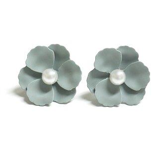 【1ペア】グレーカラー花&一粒パールチタン芯ピアス