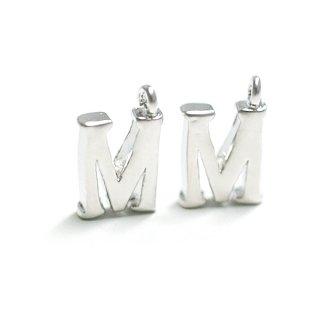 【2個入り】イニシャル明朝体「M」マッドシルバーチャーム、パーツ