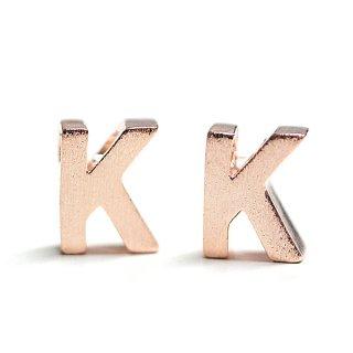 【2個入り】質感あるイニシャル K 大文字マッドピンクゴールドチャーム、パーツ