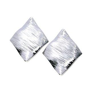 【4個入り】質感あるカーブダイヤモンド形 光沢シルバーチャーム、ペンダント