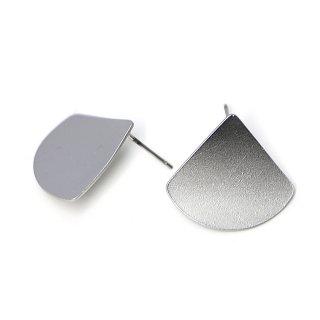 【1ペア】チタン芯!マッドシルバーScratch 曲線のTriangleカン付きピアス、パーツ