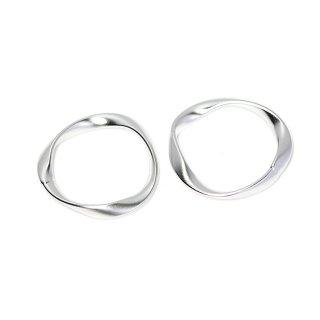 【2個入り】大ぶりメビウスの輪〜約23mmマットシルバーチャーム、パーツ