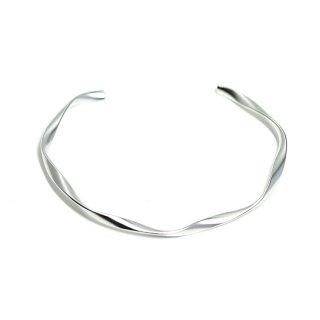 【1個】優美な曲線ツイストのマットシルバー真鍮製バングル、ブレスレット