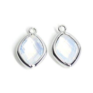 【2個入り】White Opalカラーガラス16mmダイヤモンド形シルバーチャーム