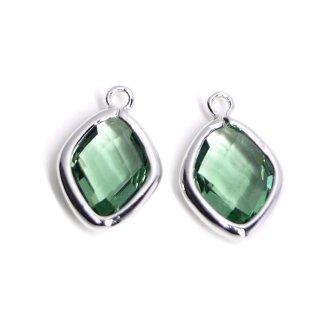 【2個入り】Green Opalカラーガラス16mmダイヤモンド形シルバーチャーム