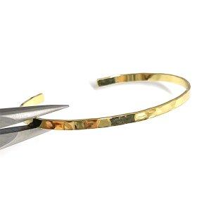 【1個】刻印入りに使用可!3mm凹凸ある槌目・平ゴールドバングル、ブレスレット