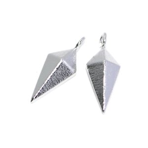 【2個入り】立体的でスリムなLong Diamond 質感ある光沢シルバーチャーム、パーツ