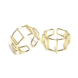 【2個入り】大きさ違いのスクエア形が続く光沢ゴールドフリーリング、指輪