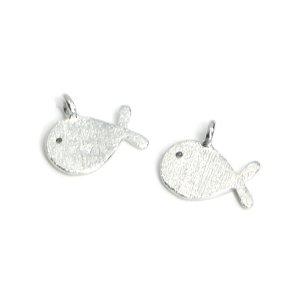 【2個入り】Cute Small Fish 魚モチーフの質感あるシルバーチャーム、パーツ