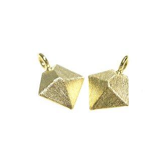 【2個入り】質感ある立体的なダイヤモンド形ゴールドチャーム、パーツ