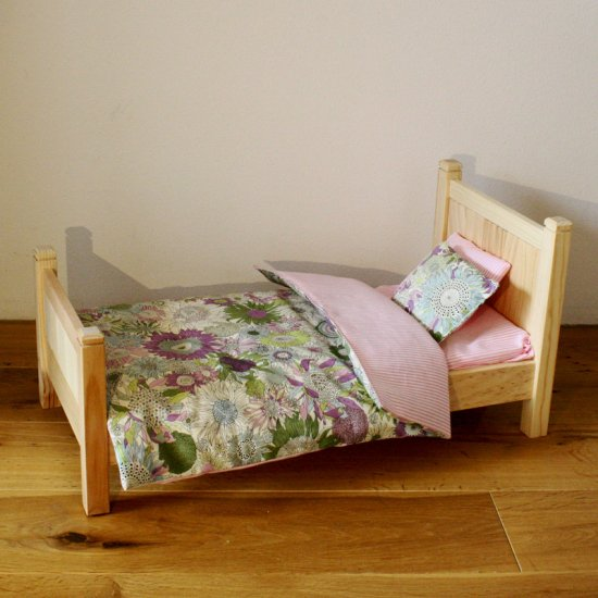 アニカのベッド&ベッドリネン